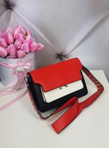 Čierno červená kabelka