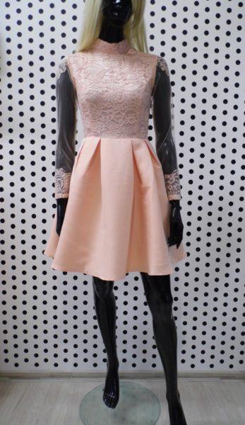 Púdrové šaty s rukávmi