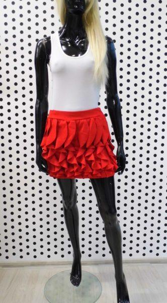 Červená volániková sukňa