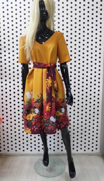 Žlté šaty s kvetinami