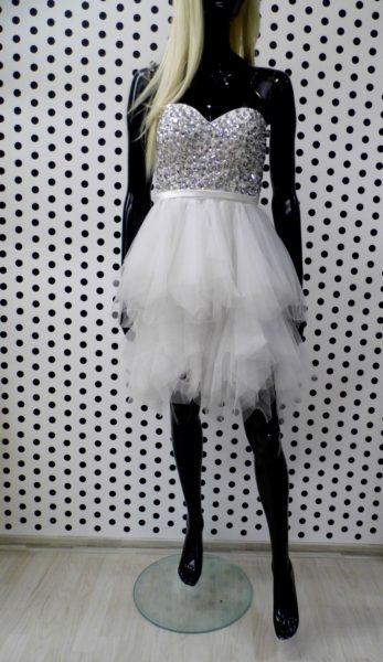Biele extravagantné spoločenské šaty