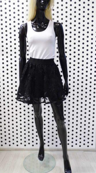 Čierna sukňa s kvetinami