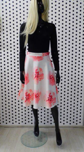 Sukňa s ružovými kvetmi