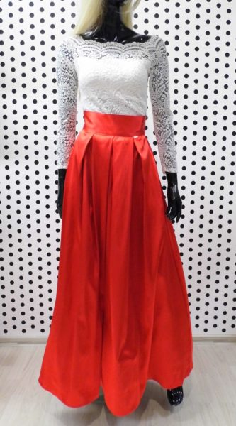 Červená saténová sukňa