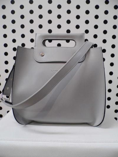 Sivá kabelka s nitmi